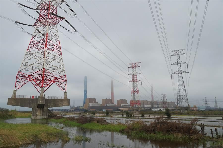 中火水汙遭罰2000萬,台電表示已減產50%,並於5月上旬,用電高峰前改善。(黃國峰攝)