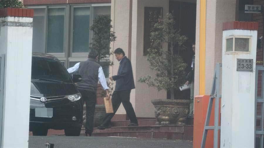前花蓮縣長傅崐萁出獄前三天,今遭檢調借訊約談,目前正在花檢署複訊。(民眾提供)