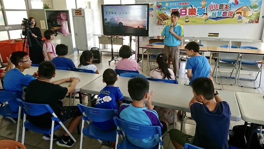 南投市營盤國小校長蔡政道,重視科學與生活教育。(廖志晃翻攝)
