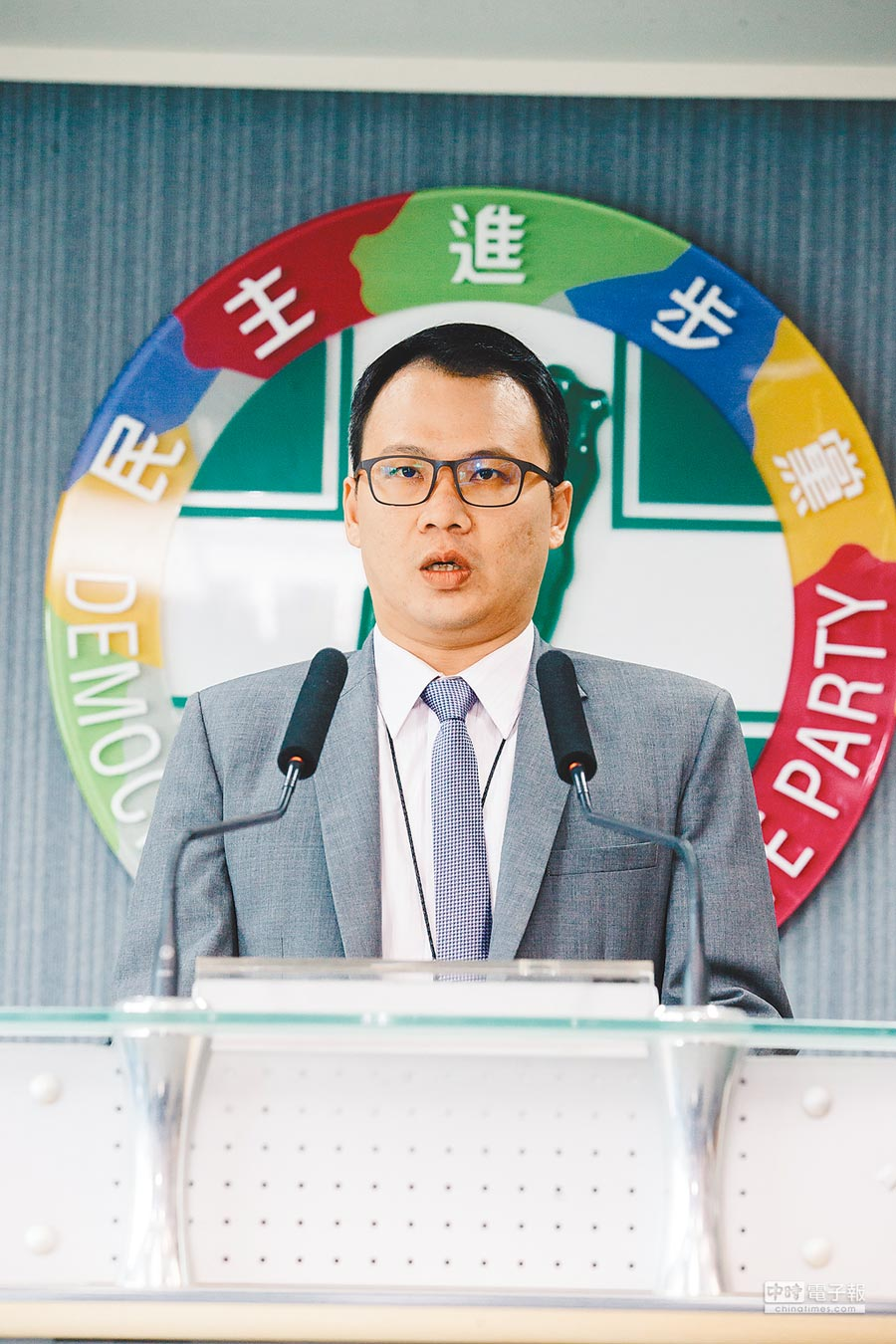 林琮盛2年前任民進黨中國事務部副主任時,曾與大陸旅美學者李毅會面。(本報資料照片)