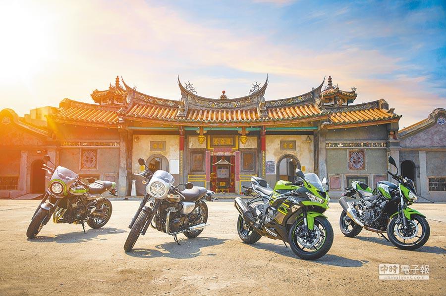 Kawasaki日前發表Z900RS CAFE(左起)、W800 CAFE、Ninja ZX-6R、Z400,售價分別為58.8萬元、46.8萬元、64.6萬元(萊姆綠)、26.5萬元。(Kawasaki Taiwan提供)