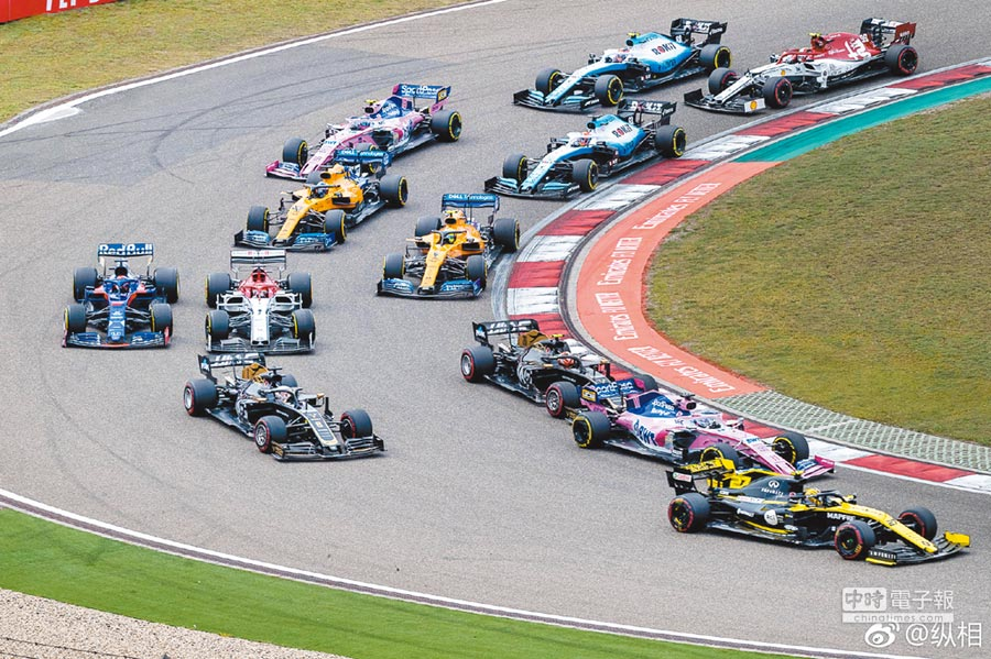 F1萬眾矚目的第一千站大獎賽在上汽國際賽車場啟幕。(取自微博@縱相)