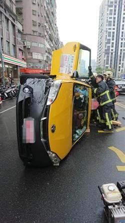 新北計程車、機車擦撞 幸均僅擦傷