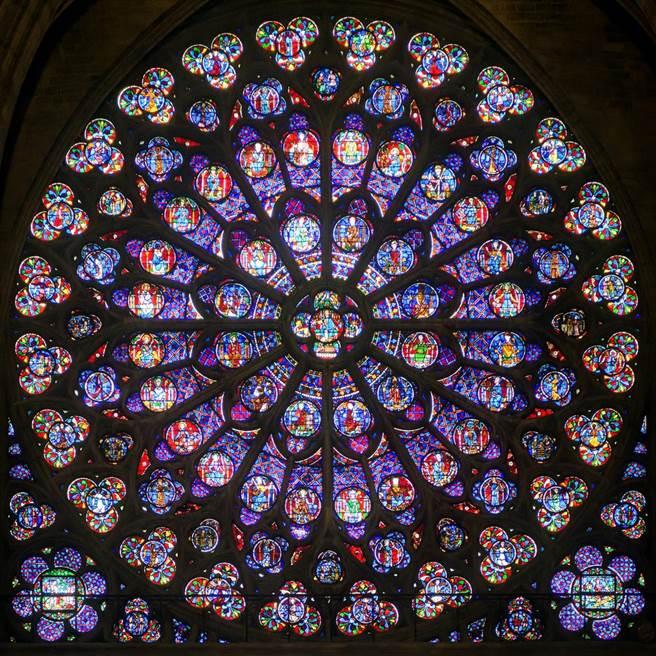 心碎!巴黎聖母院大火 玫瑰花窗付之一炬