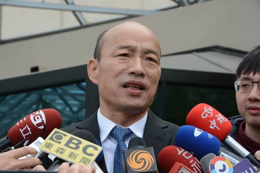 高雄市長韓國瑜出發前往史丹佛大學座談、演講前,先接受媒體聯訪。(林宏聰攝)