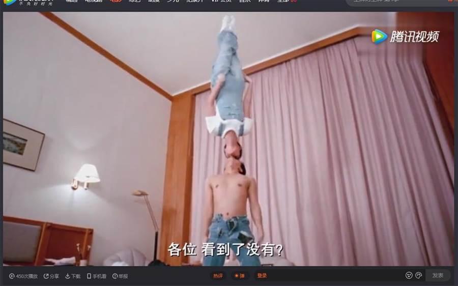 電影《家有喜事》中,周星馳和張曼玉的「巴黎鐵塔式接吻」,至今無人超越。(圖/翻攝自騰訊視頻)