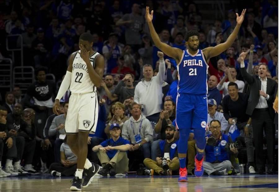 七六人第三節攻下51分,平了NBA季後賽單節得分紀錄。(法新社)