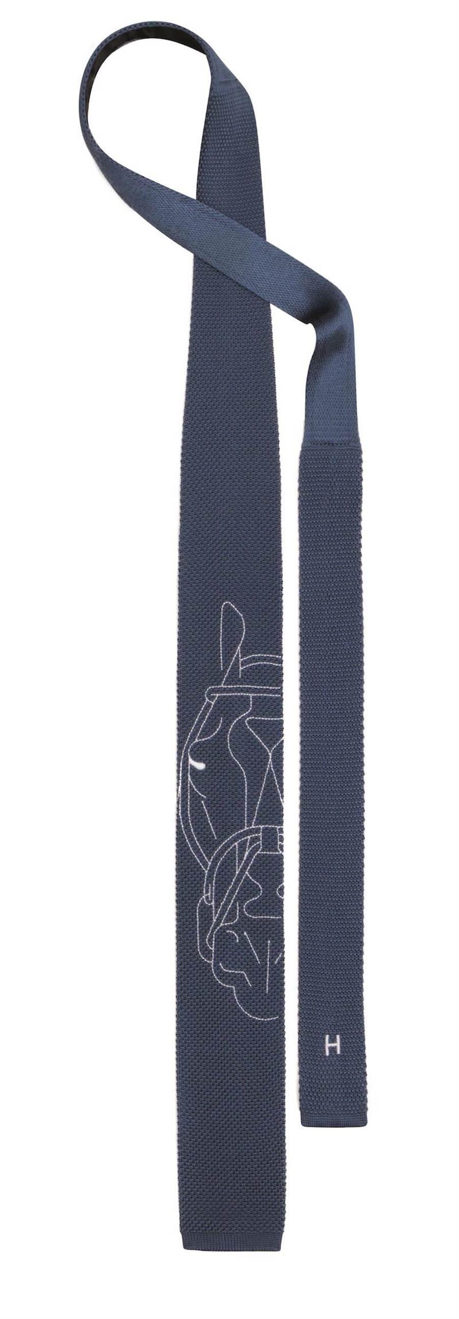 愛馬仕Tête à Tête Équestre圖紋6公分真絲刺繡編織領帶,9100元。(愛馬仕提供)
