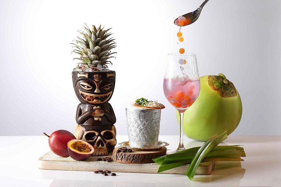 椰子类型调酒左至右─美洲暴徒、白象甦醒地、深海里的塑胶微粒。(Mega 50提供)