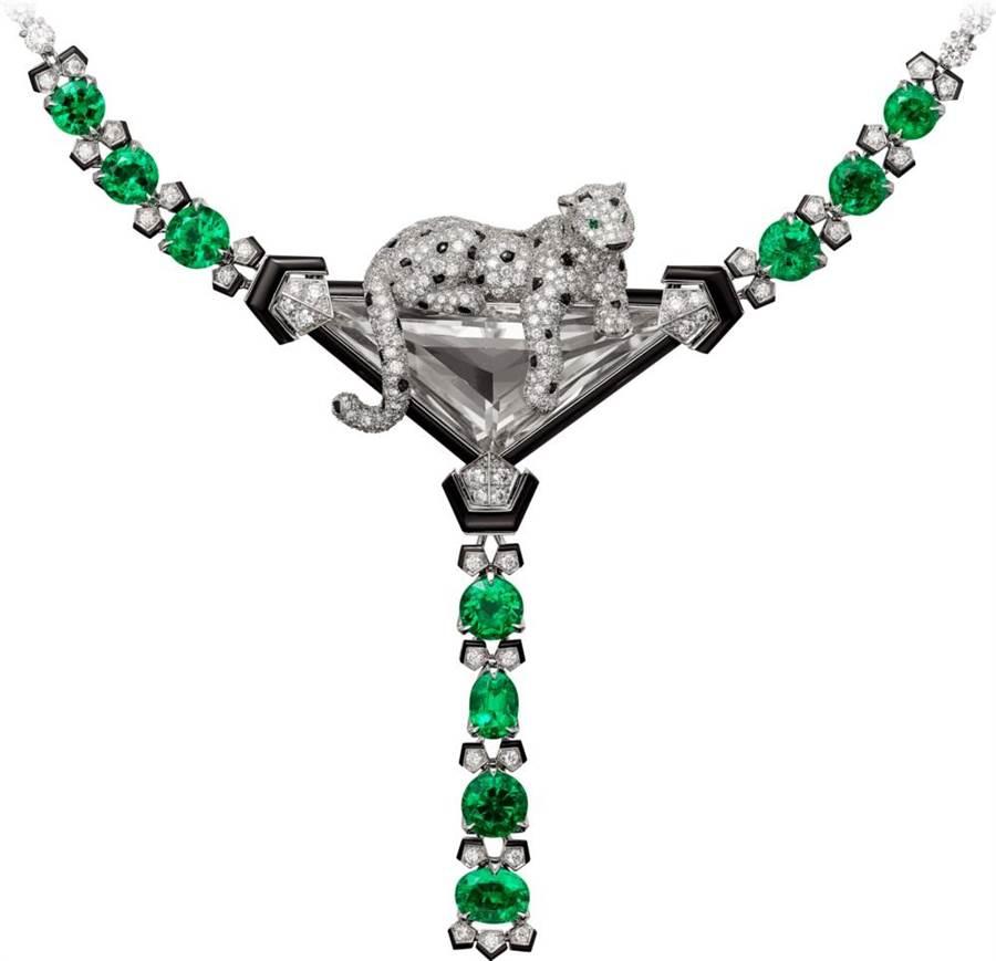 卡地亞經典美洲豹「PANTHERE DE CARTIER」項鍊,美洲豹主件可當胸針佩戴,4970萬元。(Cartier提供)