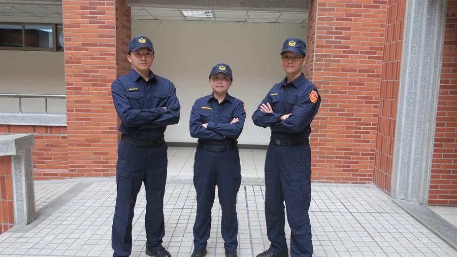 彰化縣警局保安隊員警與婦幼隊女警穿上新式警察制服和短靴,帥氣十足。(謝瓊雲攝)