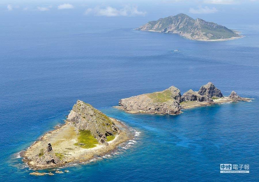 明年5月起日本新版小學教科書將釣魚台列島與竹島(南韓稱獨島)列為日本固有領土。圖為釣魚台。(美聯社)