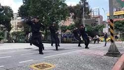北市警展示新制服 大安公園表演跆拳道