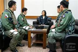 蔡英文總統今日上午前往馬公基地慰勉天駒部隊