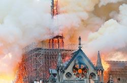 眼看聖母院陷火海 像看著愛人死去!惡火奪國家靈魂 巴黎人心碎