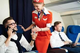 空姐飲料灑總裁身上 結果出乎意料