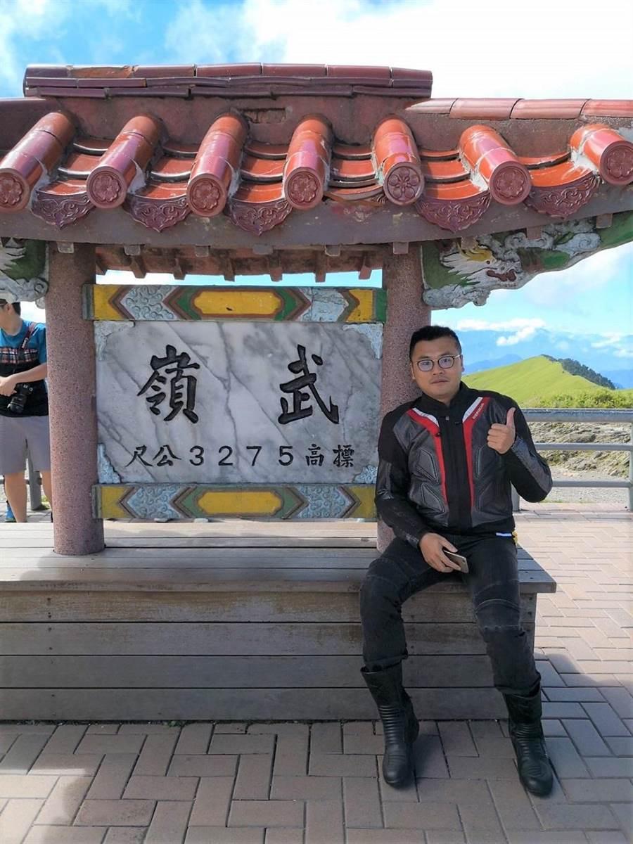 加入永慶房屋後,陳右澤常利用彈性工時的福利,騎著重機追風和車友出遊,台灣四處都留有他的足跡。(圖/永慶房屋 提供)