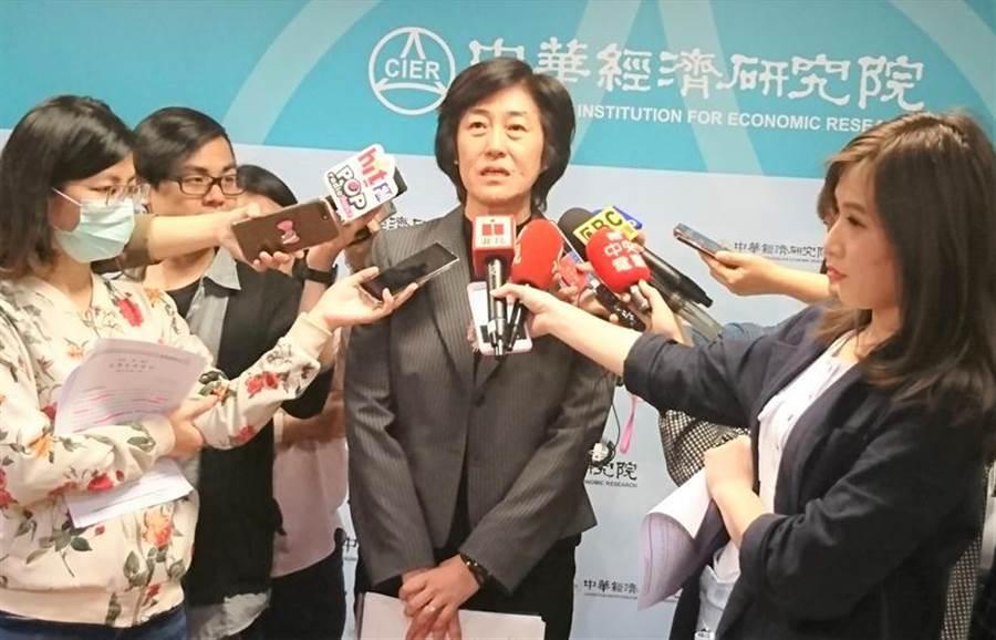 中華經濟研究院長陳思寬表示,今年下半年經濟成長率將逐季上升。圖:陳碧芬