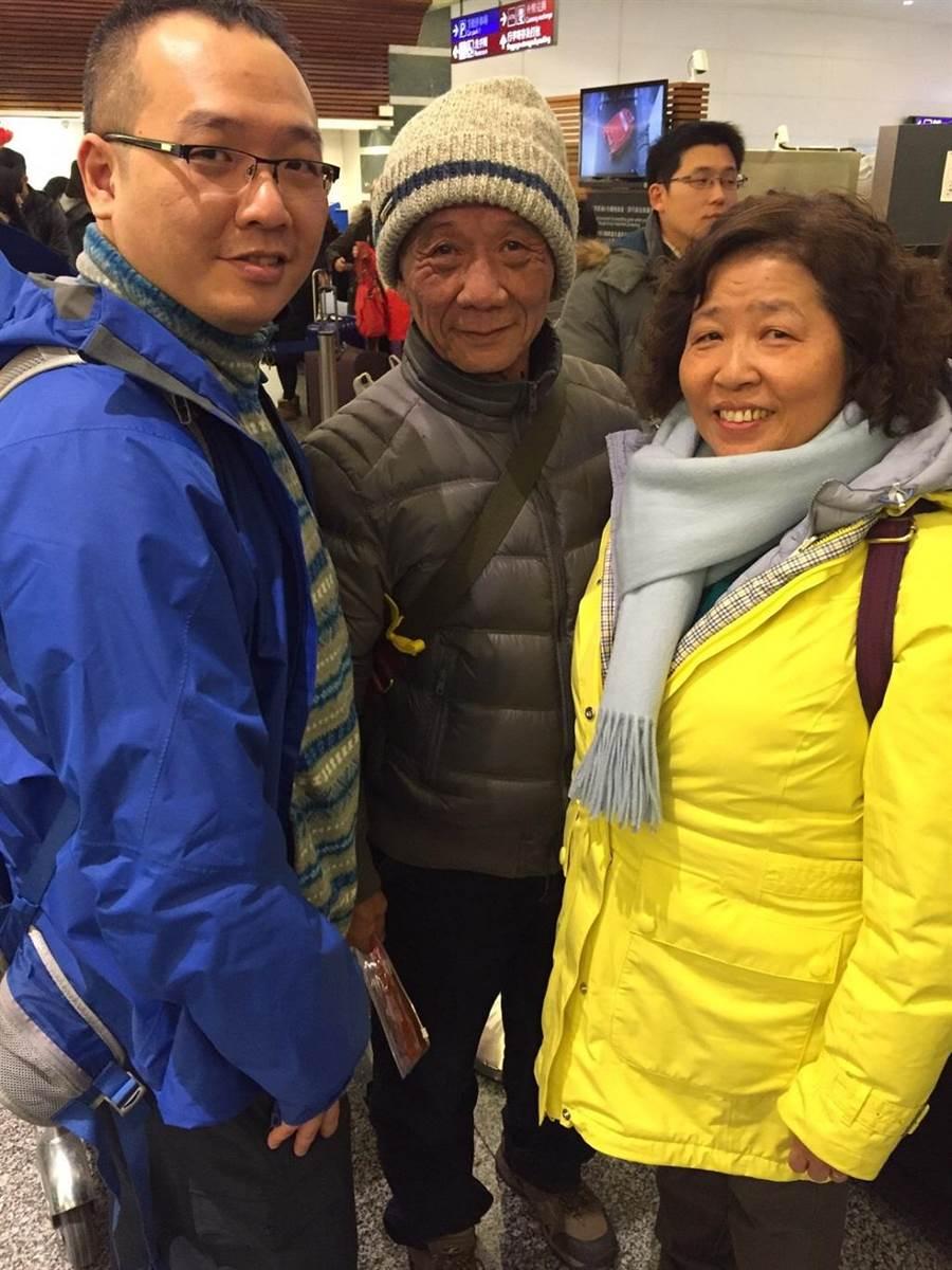孝順的蔡鎮鴻,帶著爸媽出國遊玩,讓家人的感情更增溫。(圖/永慶房屋提供)