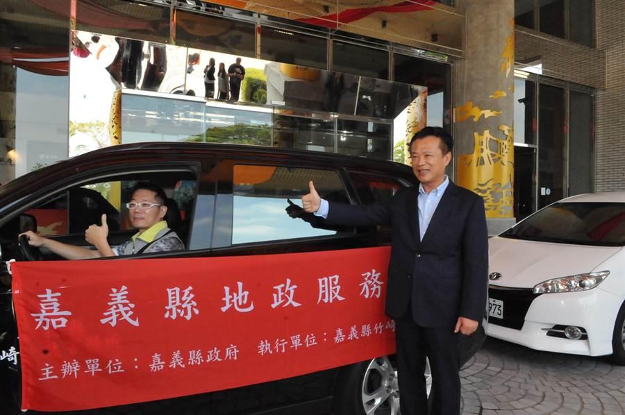 縣長翁章梁也在縣府中庭舉行啟動記者會,正式宣布「地政服務行動列車」開跑。(張亦惠攝)