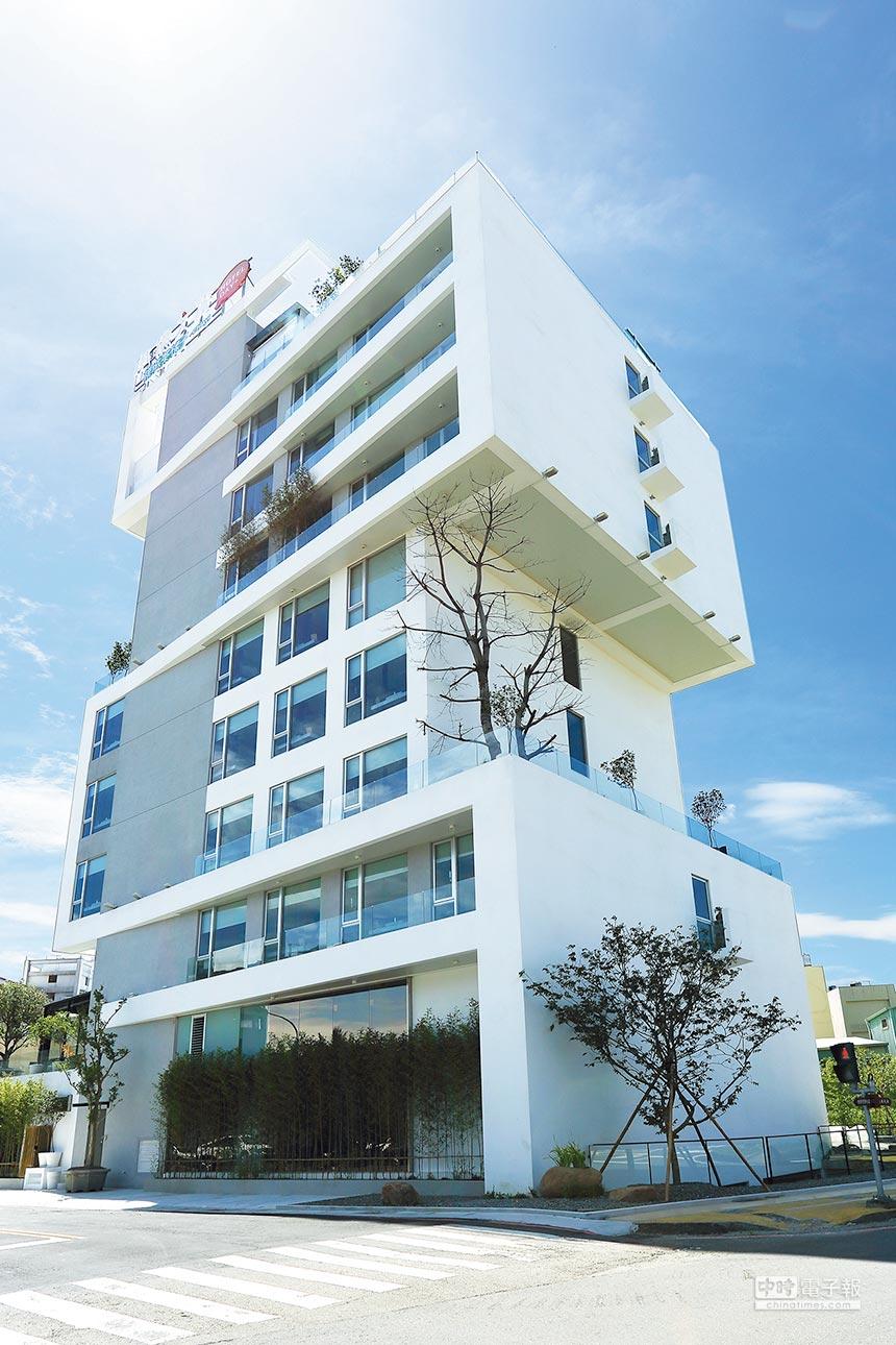 位於嘉義市區的「承億文旅桃城茶樣子」,外觀宛如白色積木堆疊而成。圖/承億文旅提供
