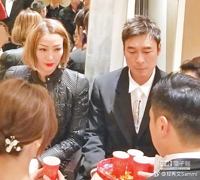 鄭秀文(左)跟許志安上個月才一起出席親戚的婚禮。(取材自微博)