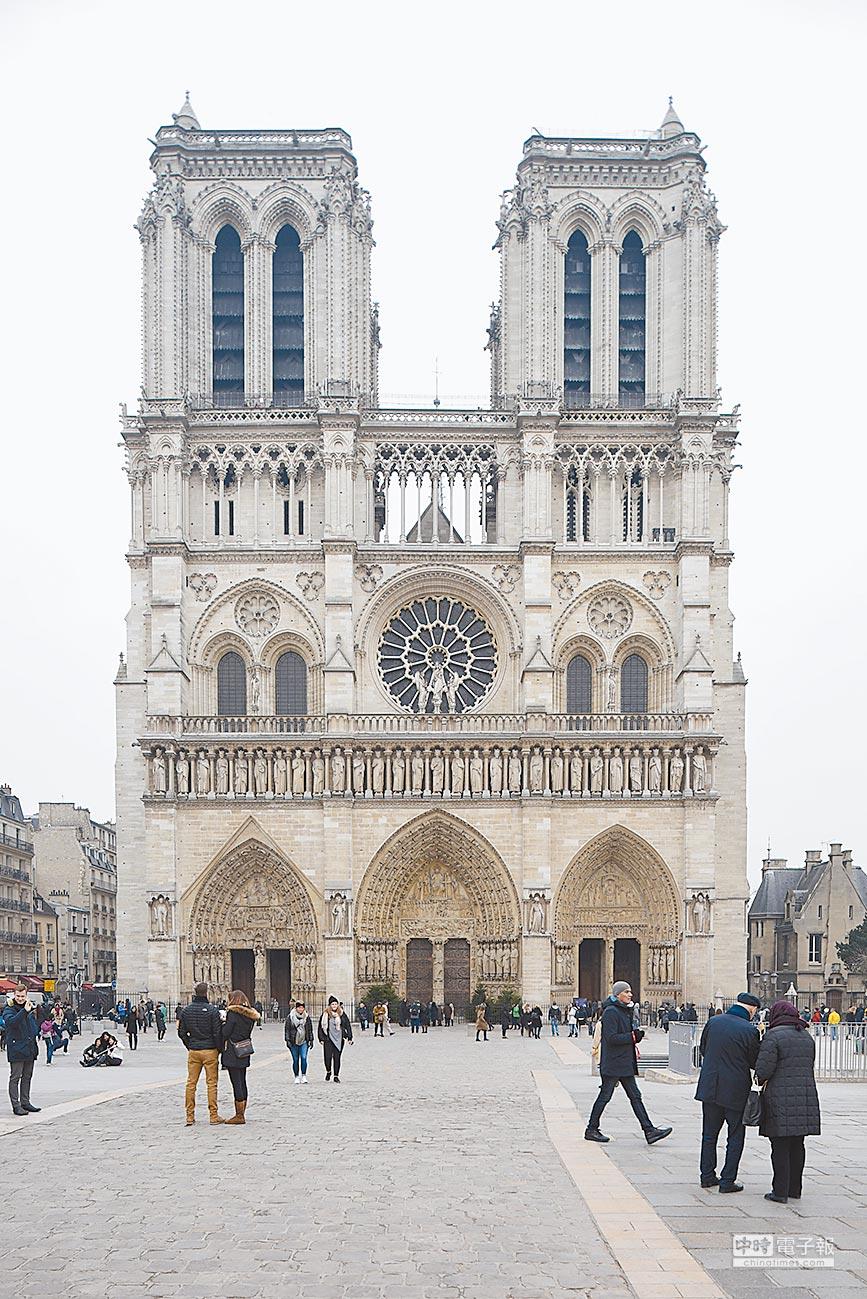 法國巴黎聖母院一直是大陸遊客赴法旅遊的經典必遊地。(新華社資料照片)