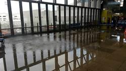 啟用才半年 花蓮火車站三樓震後成水池