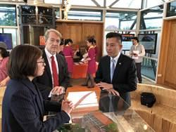 竹市長林智堅觀摩花博荷蘭館 為台灣設計展、燈會取經