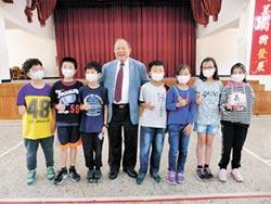老董回饋鄉里 送5校學童口罩