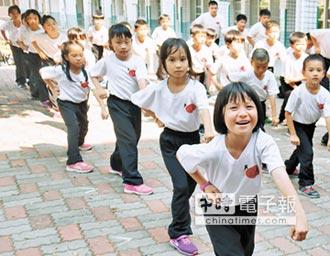 小八極拳入校園 上百學生成練家子