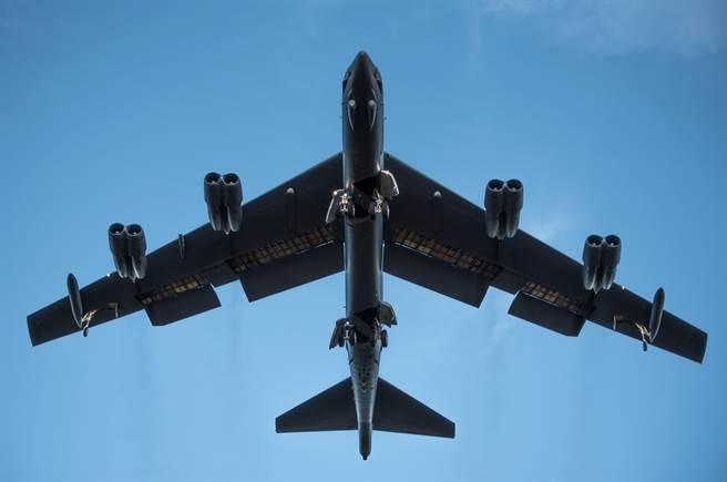 美B-52轟炸機對陣俄S-400