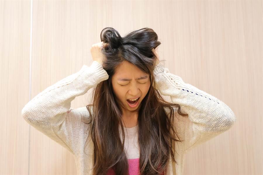 罹患「抗NMDA受體腦炎」的患者(非當事人)可能出現情緒激動情況。(林欣儀翻攝)