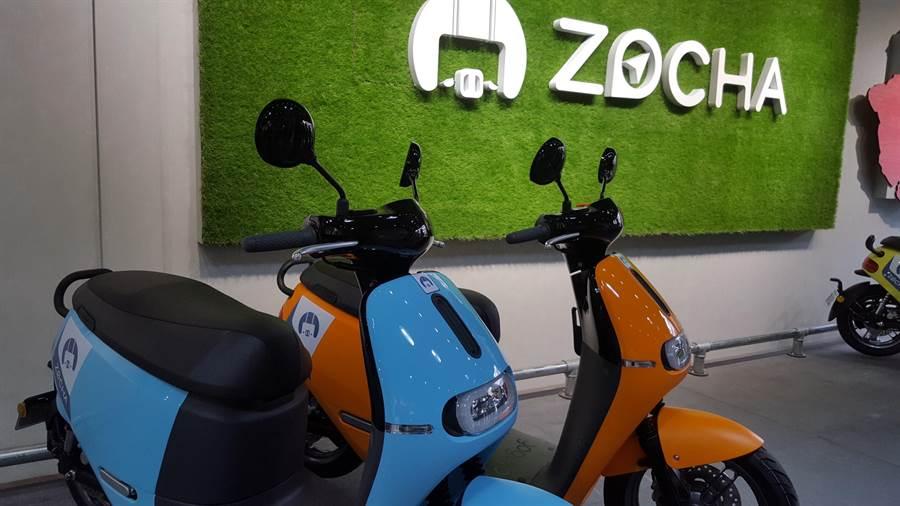 基隆市環保局為鼓勵市民淘汰二行程機車,並新購電動二輪車,總計每輛最高可補助1萬8500元,希望市民把握機會。(張穎齊攝)
