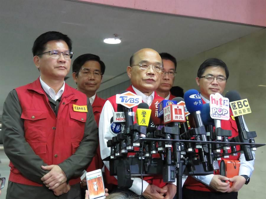 行政院長蘇貞昌前往中央災害中心聽取簡報。(葉書宏攝)