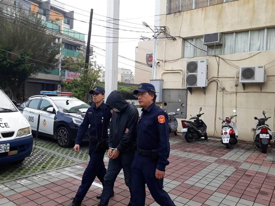 全國警察今天換上新制服,一名詐欺嫌犯昨晚主動清水警分局投案。(陳淑娥翻攝)