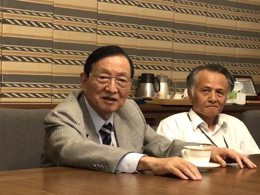 (卜蜂董事長鄭武樾(左)對今年營運審慎樂觀。圖:劉馥瑜)