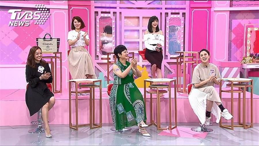 朱芯儀上節目分享被老公抓包經驗。(TVBS提供)