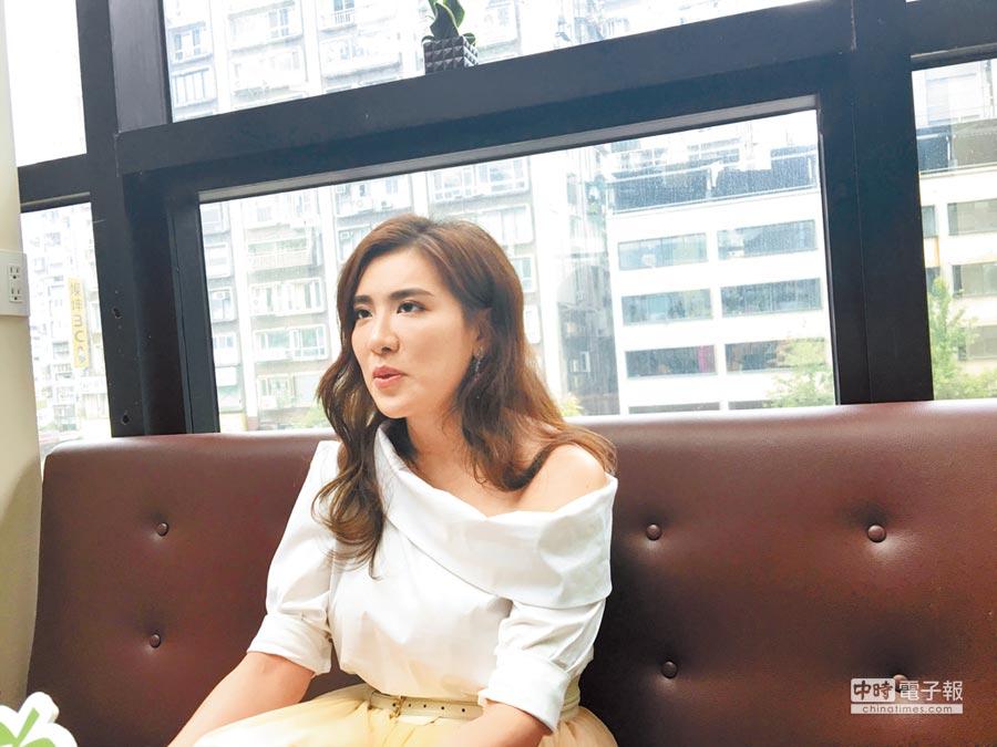 小禎昨表示自己對婚姻一事都聽上帝指引。(洪秀瑛攝)