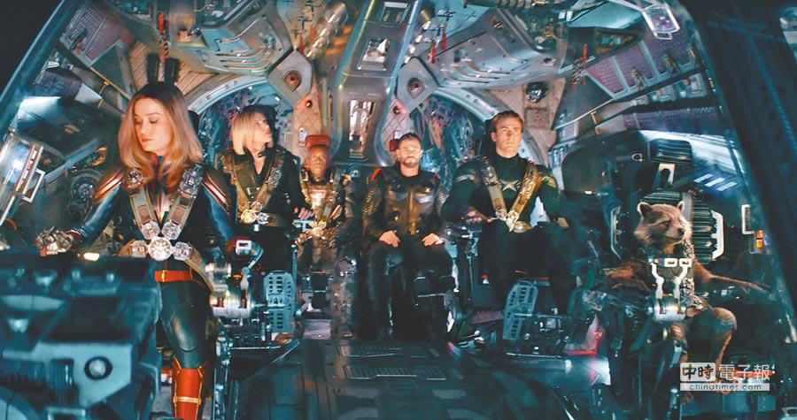 《復仇者聯盟4》由美國隊長(右2)率眾去外太空迎敵,生死引發外界熱議。