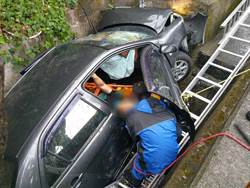 有夠巧 警找失車 意外救回車禍民眾