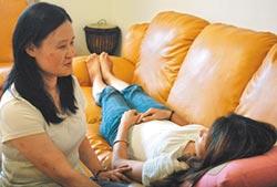 視障童湄芸 取得國際催眠執照