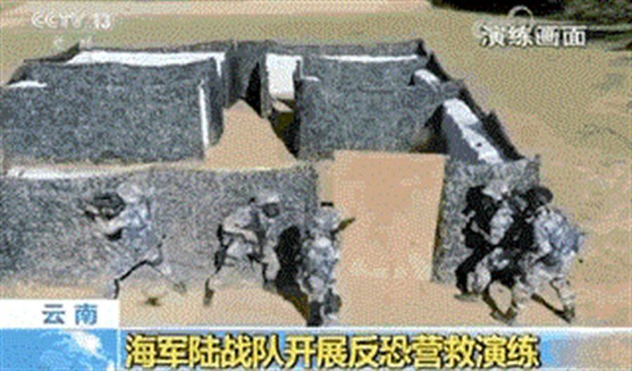 解放軍海軍陸戰隊進行反恐演練的畫面。(央視)