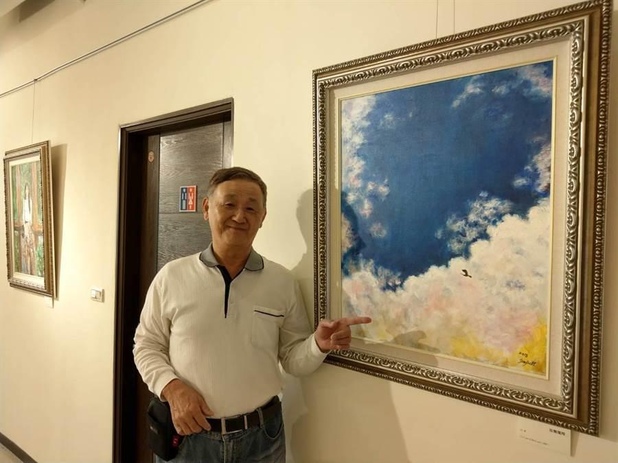 70歲許俊傑創作的《孤鶩獨翔》,最能描述他年輕時到花蓮奮鬥的孤寂心緒。(范振和攝)