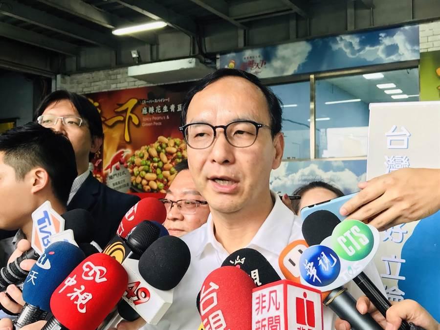 國民黨主席吳敦義提出徵召高雄市長韓國瑜參加初選,前新北市長朱立倫19日表示,要徵召就徵召、要初選就快訂制度。(張穎齊攝)