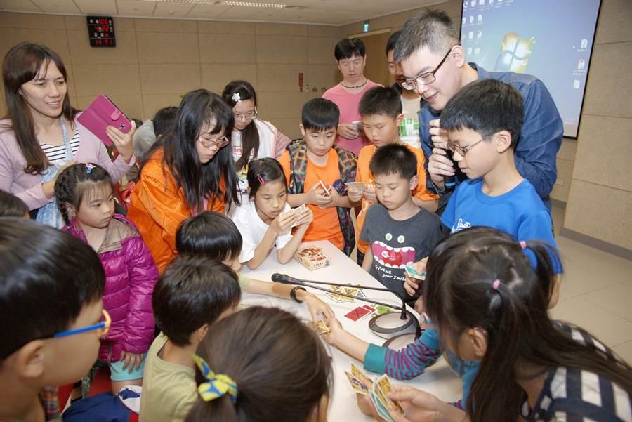 「世界閱讀日-登閱先鋒」桌遊博覽會將帶來新穎好玩的桌遊活動。(陳淑芬翻攝)