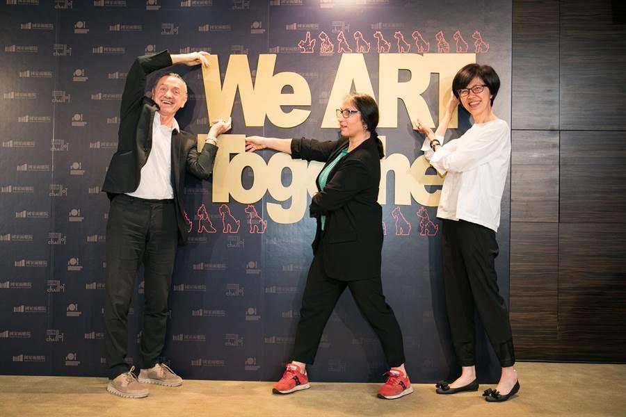 夏佑劇院總監迪迪埃.德尚(左起)、花市劇院總監翁潔兒.瑪嘉莉與兩廳院藝術總監劉怡汝共同簽署夥伴關係計畫。