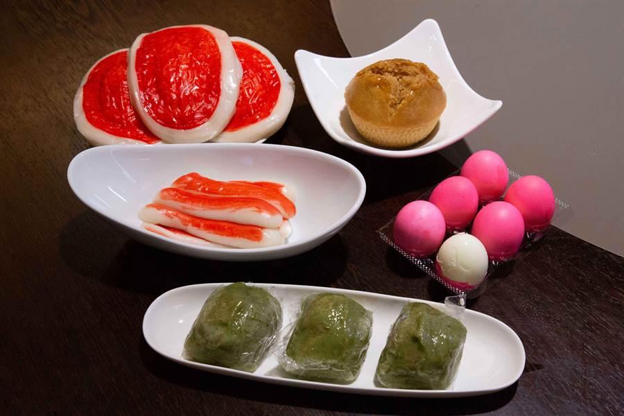 客家人清明節際主要準備這些。紅粄、新丁板、雞蛋、米糕等。