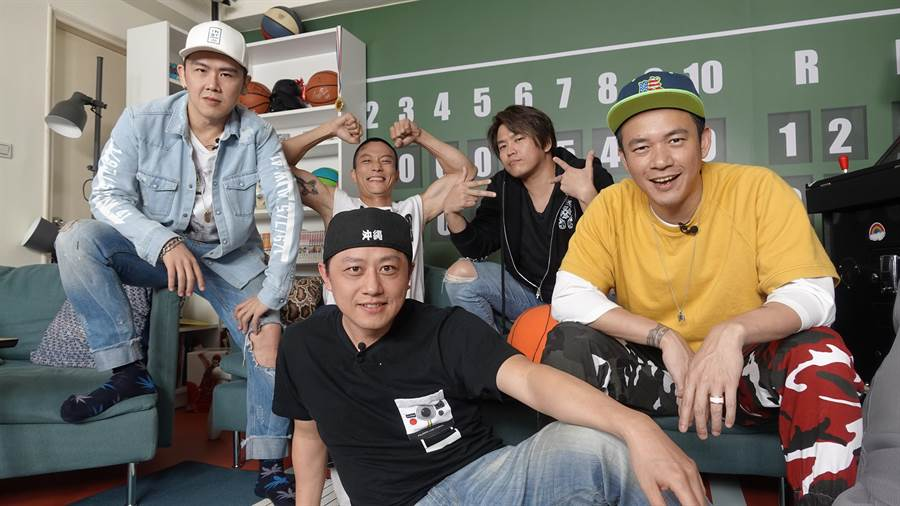 麻吉大隸(後排左起)、K-ONE的KIDO、ENERGY阿弟、Danny(前排左起)、B.A.D阿Ben。(543男方基地提供)