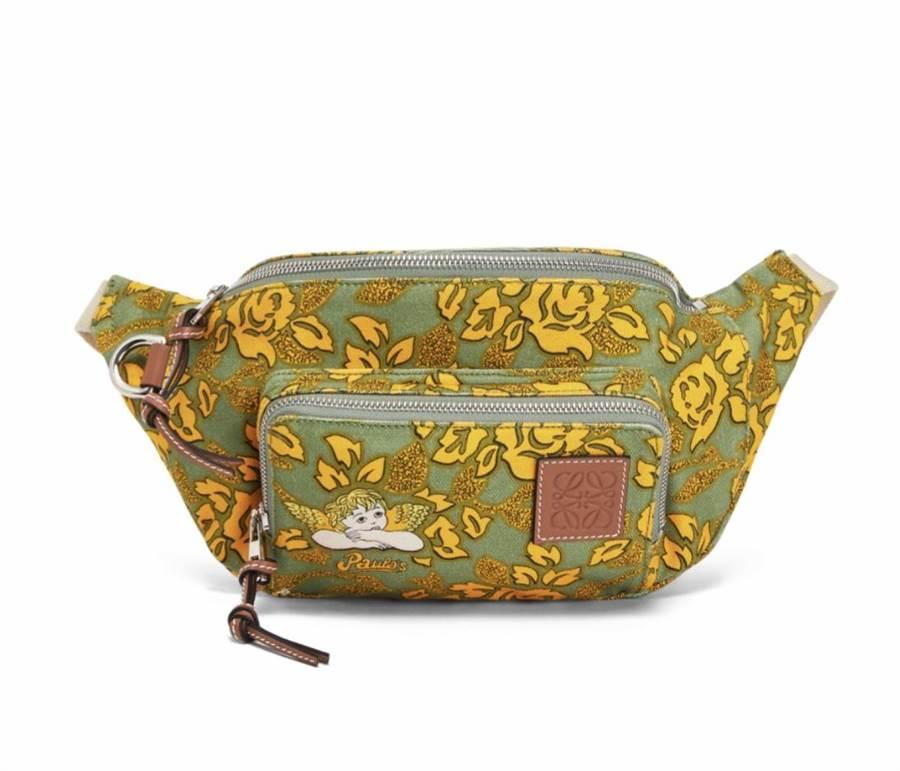 LOEWE Bum Paula's印花黃綠色腰包,2萬1000元。(LOEWE提供)